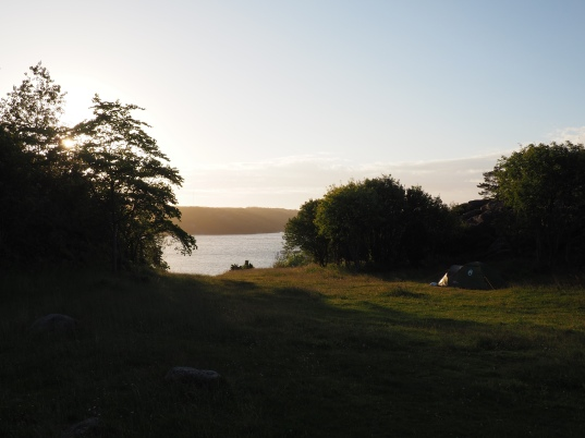 Campsite next to Hornborgs slottsruin and Viking burial mounds